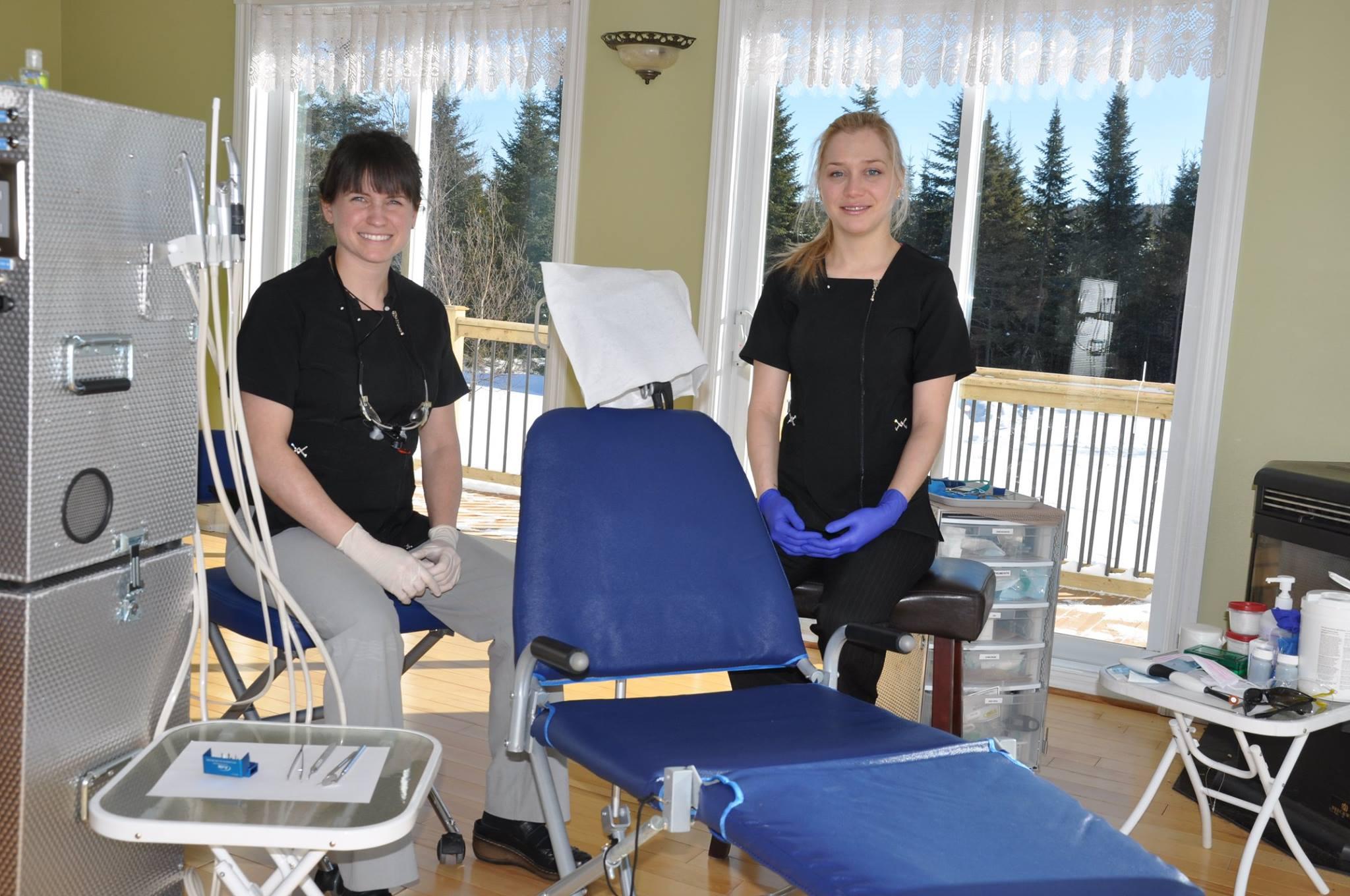 Un dentiste qui se déplace à domicile ou en résidence - Clinique